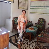 """i am ms nanda from indonesia but living in united kingdom,  i""""m an easy going someone with heart of gold,  i love to give,  h..."""